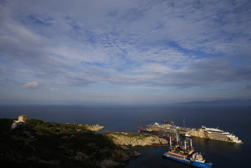 Costa Concordia Far Shot