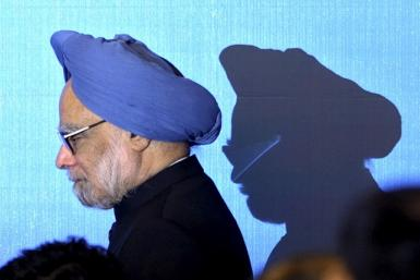 India's Prime Minister Manmohan Singh walks on stage for a photo opportunity as part of the 5th East Asia Summit in Hanoi October 30, 2010.