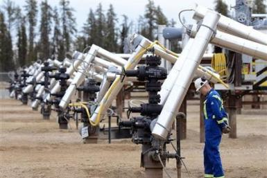 Canada pipeline firms sprint to end U.S. oil glut
