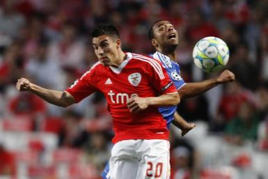 Manchester United has agreed to sign Nicolas Gaitan for €25 million, plus two players in part-exchange, from Benfica, according to reports in Portugal.