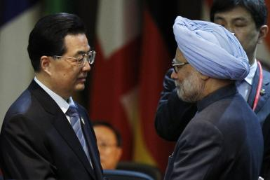 China's President Hu talks to India's PM Singh at a plenary session during the Nuclear Security Summit in Seoul