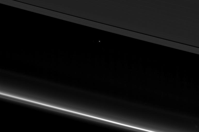 earth-saturn-ring