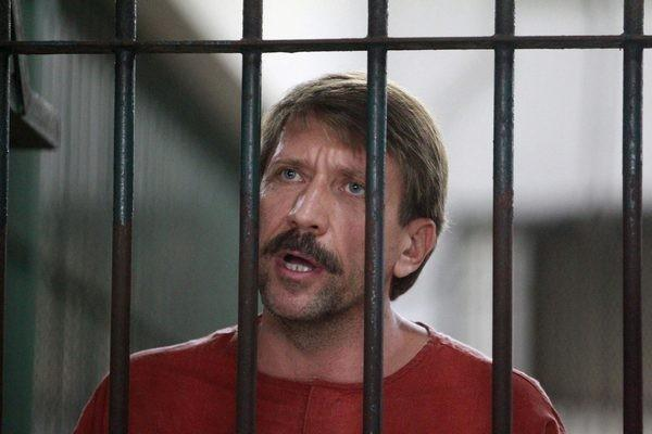 Suspected Russian arms dealer Viktor Bout speaks to the media after arriving at a Bangkok criminal court August 20, 2010.