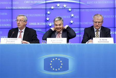 Eurogroup Chairman Juncker, Belgium's Finance Minister Reynders and EU Commissioner Rehn address a news conference at the end of a EU finance ministers meeting in Brussels