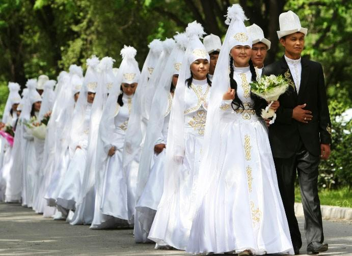 Brides and grooms leave after a mass wedding ceremony in the Kyrgyz capital of Bishkek May 7, 2011
