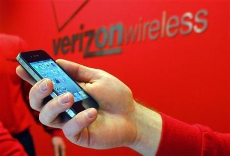 Verizon customers are increasingly turning to smartphones