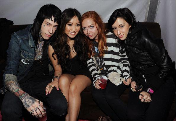 how long has brenda song and trace cyrus been dating