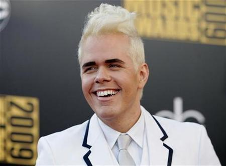 Blogger Perez Hilton arrives at the 2009 American Music Awards in Los Angeles, California