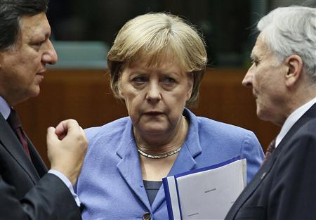 (L to R) European Commission President Jose Manuel Barroso (L), Germany's Chancellor Angela Merkel (C) and European Central Bank President Jean-Claude Trichet (R)