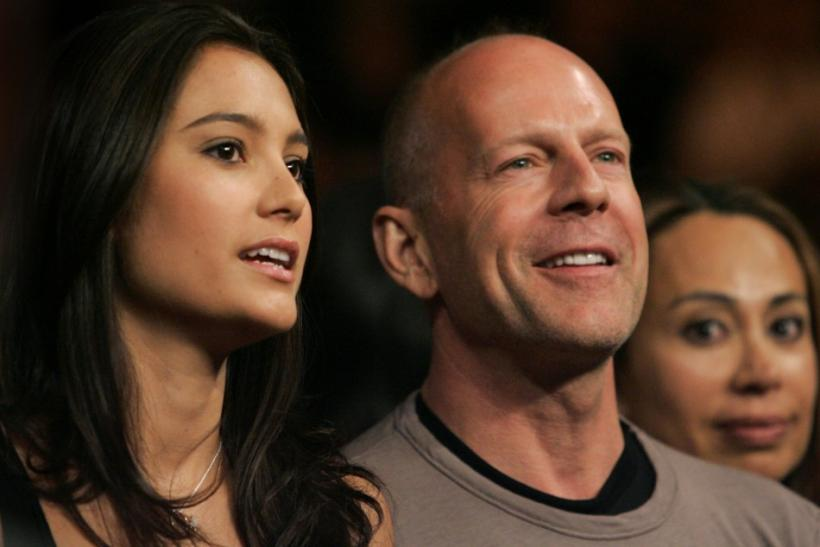 Actor Willis and his girlfriend Heming watch a light-heavyweight fight between Calzaghe of Wales and Hopkins of the U.S. in Las Vegas