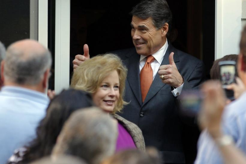 Republican presidential candidate Texas Governor Rick Perry gives two thumbs up as he arrives at a house party at the home of State Representative Pam Tucker in Greenland, New Hampshire August 13, 2011.