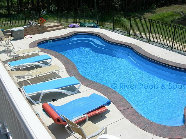 Ohio landlord posts 39 white only 39 sign says girl 39 s hair - Female only swimming pool melbourne ...