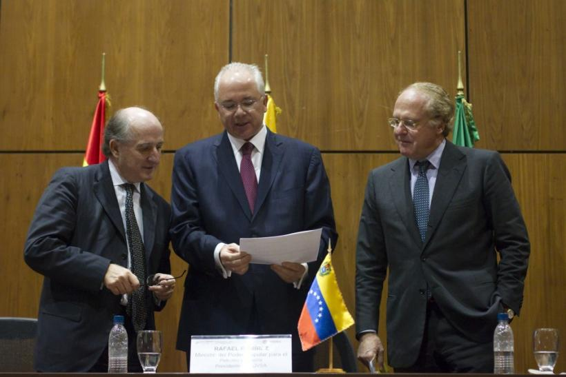 Spanish Repsol's Chairman Antonio Brufauof, left, Venezuela's Energy Minister Rafael Ramirez, center, and Italian ENI CEO Paolo Scaroni attend an agreement-signing ceremony at the headquarters of the state-run oil company PDVSA in Caracas on Dec