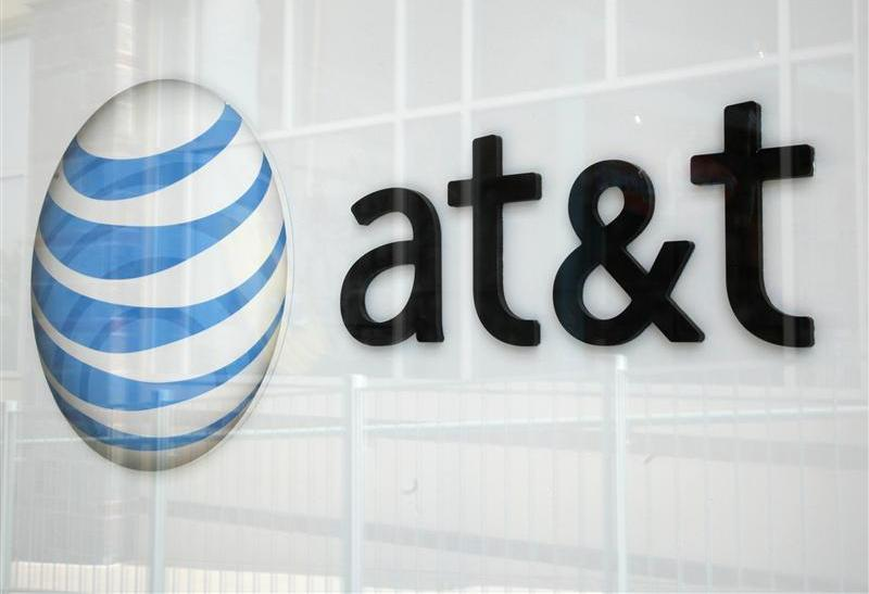 AT&T has entered into a deal with Cerberus Capital Management to sell its struggling Yellow Pages business