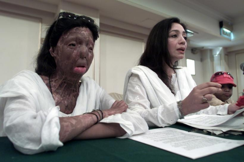 Prominent women's rights campaigner speak a news conference in Islamabad.