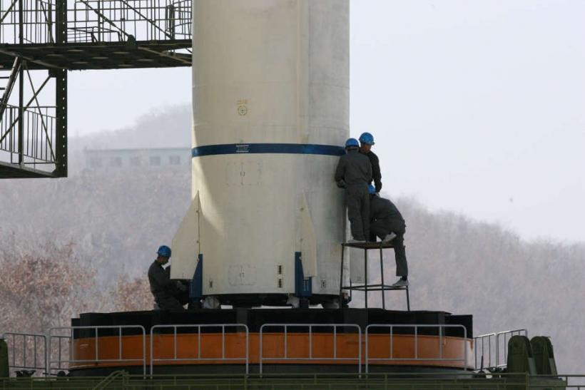 Engineers Inspect Unha-3 Rocket