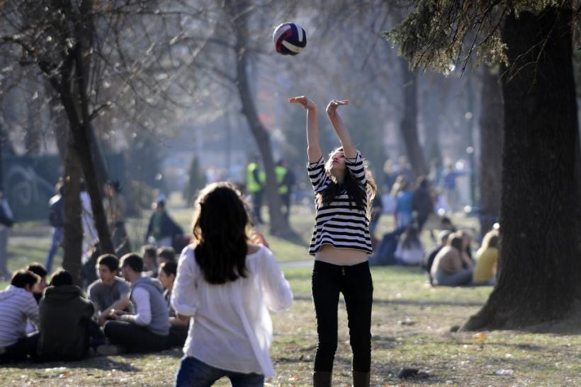 People enjoy warm weather in Skopje's city park