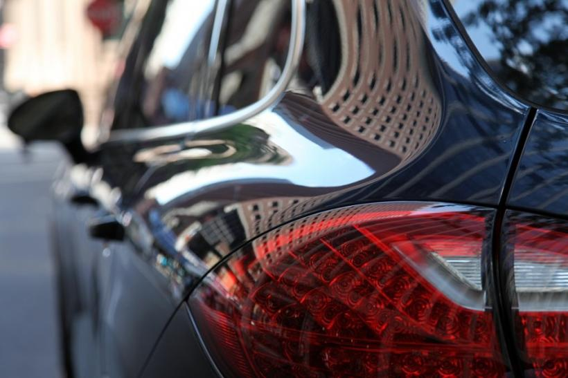 The tail light of the 2012 Porsche Cayenne S.
