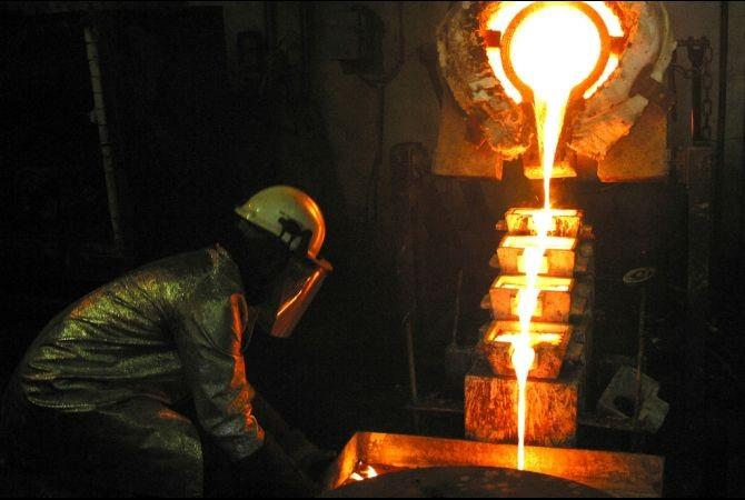"""S.African Gold Firm """"Starves Out"""" Illegal Miners"""