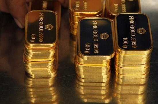 Gold Falls Before Fed, Silver Down On China PMI