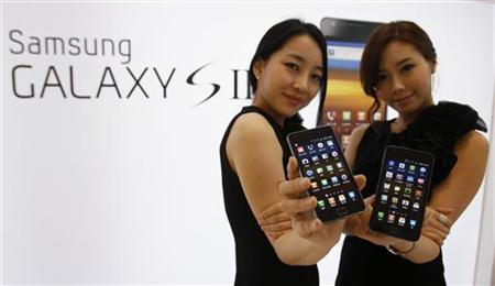 Models pose with Samsung Electronics' new smartphone Galaxy S II at the company's headquarters in Seoul