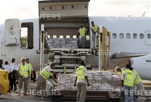Some of the 10 tonnes of relief food from the World Food Programme is unloaded from a plane after it landed in Mogadishu airport