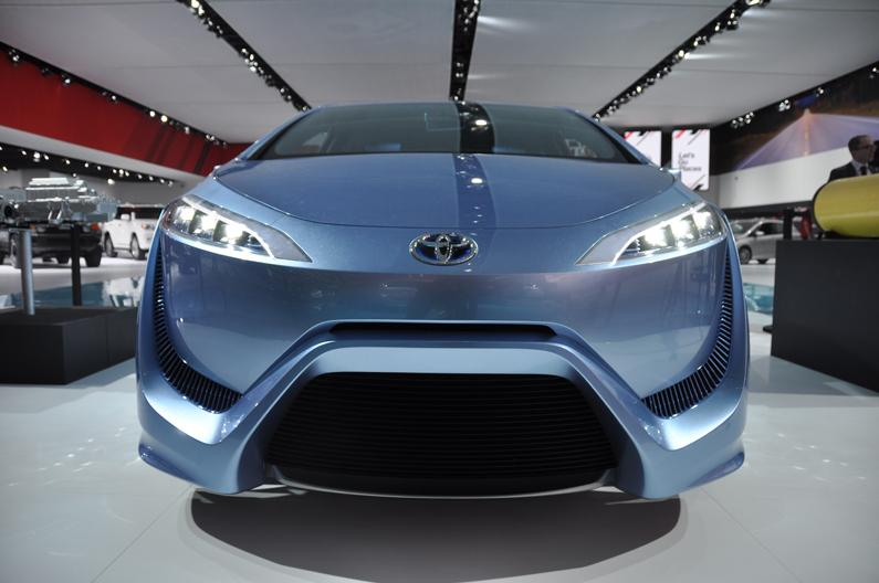 Toyota FCV-R hydrogen fuel cell concept car