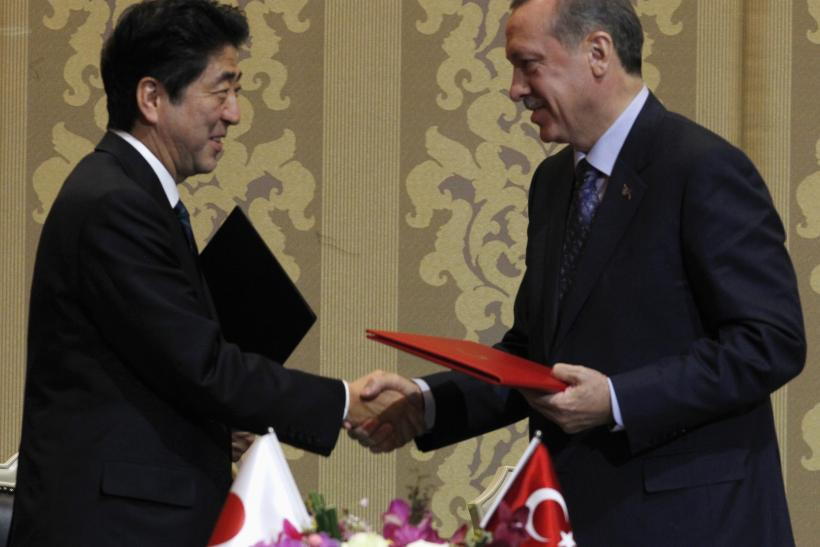 Japan's Prime Minister Shinzo Abe shakes hands with Turkey's Prime Minister Tayyip Erdogan (R) during a signing ceremony in Ankara