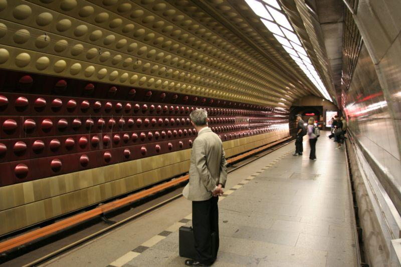 Prague metro plans love carriage for lonely singles as czech marriage and birth rates plunge - Carrage metro ...