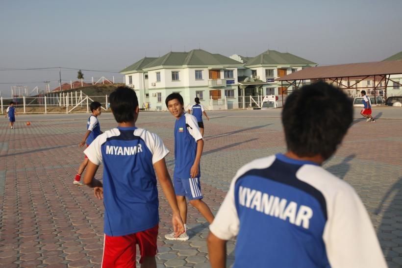 Myanmar Futsal Players