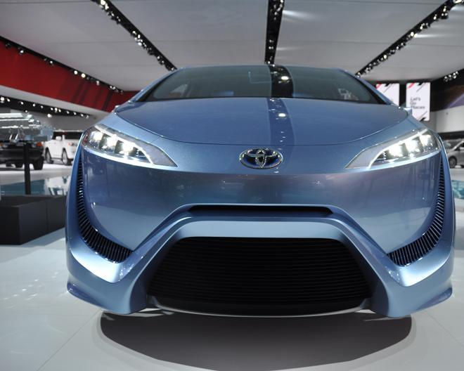 toyota-fcv-r-hydrogen-fuel-cell-concept-car