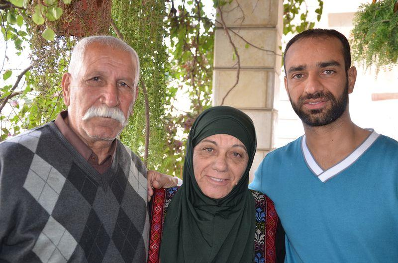 Samer Issawi and his parents