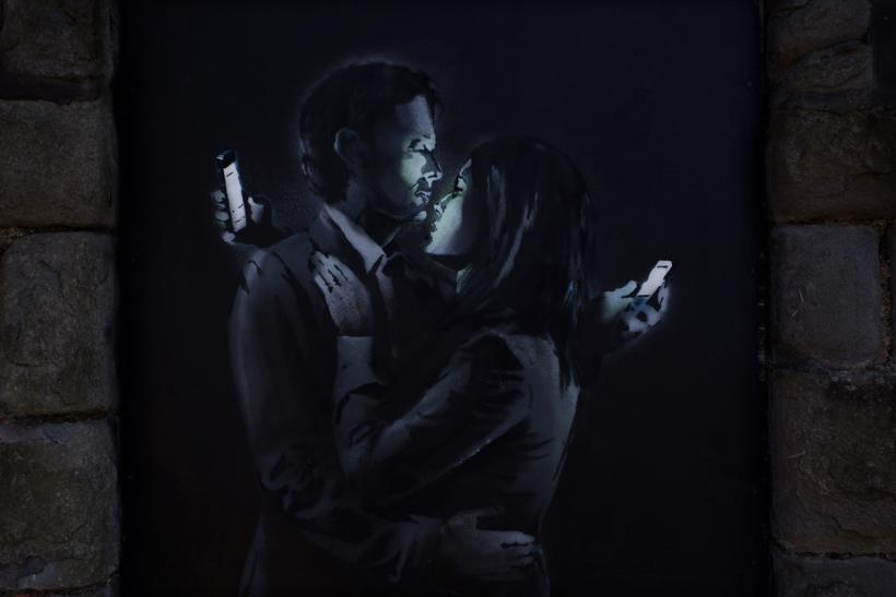 Banksy Mobile Lovers 1