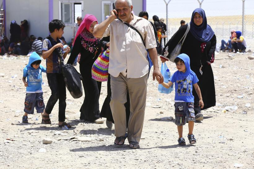 Families fleeing Mosul