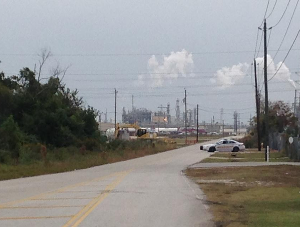 Dupont chemical plant leak kills 4 workers at la porte for La porte to houston