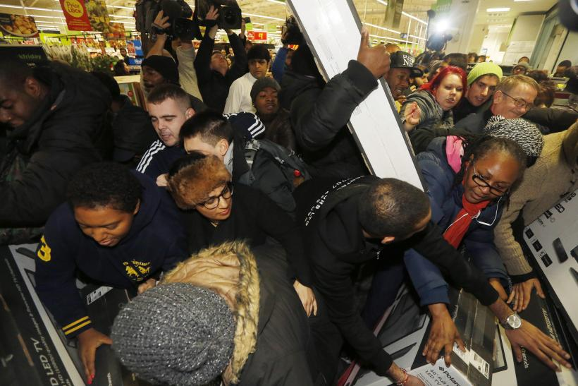 Black Friday Fights 2014: Shoppers Scramble For Holiday Deals At ...