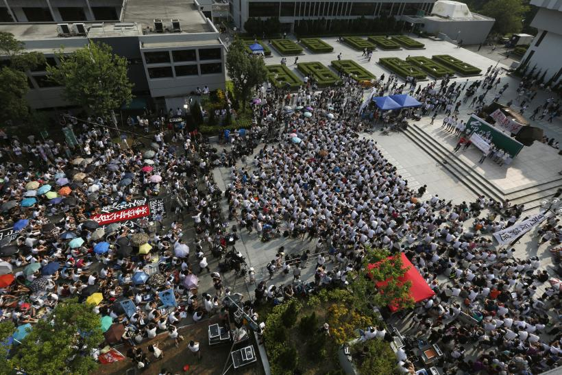 Hong Kong Students Protest As City's Business Leaders Court Beijing