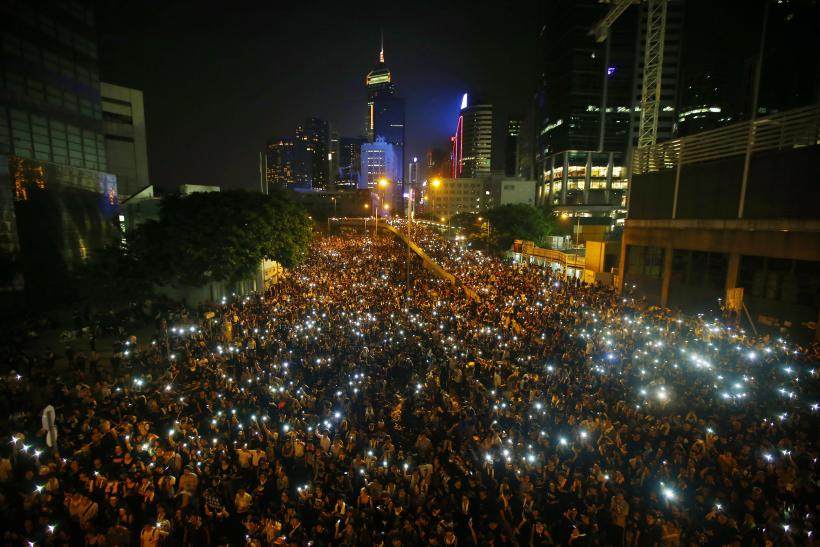 100,000 Hong Kong Protesters Download 'FireChat' App