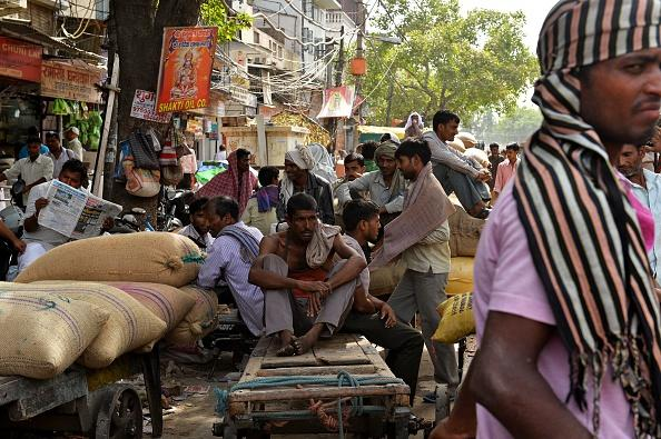 India laborers in the heat