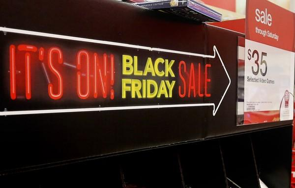 Wall Street's Week Ahead: Will Black Friday 2014 Sales, Low Gas Prices Boost Consumer Spending?
