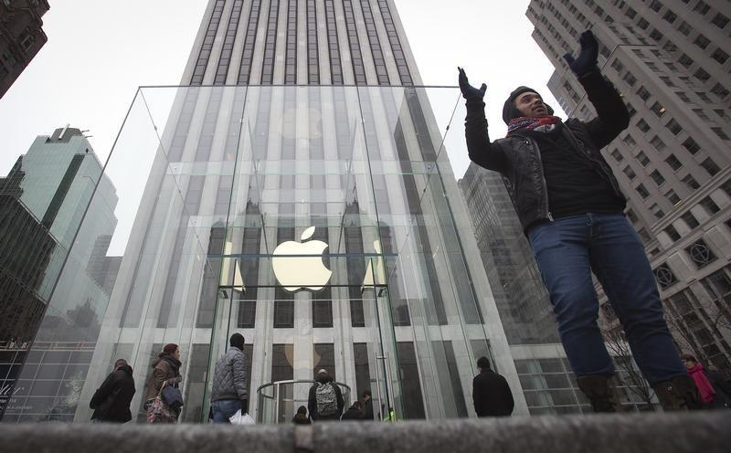 Apple Goes Red For Black Friday: App And Product Sales Raise Money For World AIDS Day
