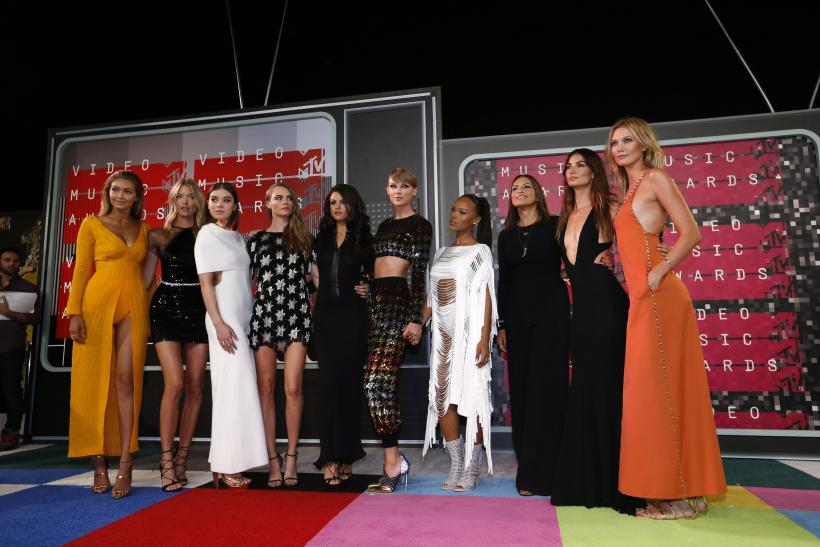 Taylor Swift and her all-girl glam squad during the 2105 MTV Video Music Awards